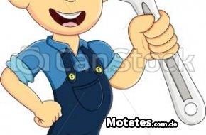 mecánico joven reparacion planta eléctrica horario nocturno